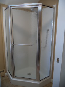 Maax neoangle shower